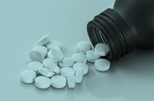 potje met pillen als illustratie van LSD